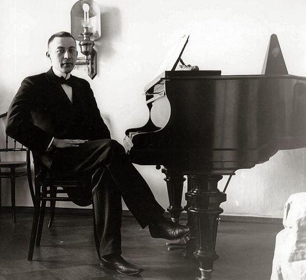 602pxsergei_rachmaninoff_1910s